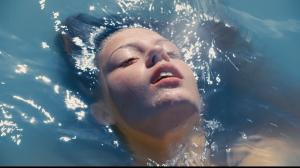 Film Život Adele je o lesbách a trvá skoro tři hodiny. Ty vtipy o waterboardingu si nechte, jo?